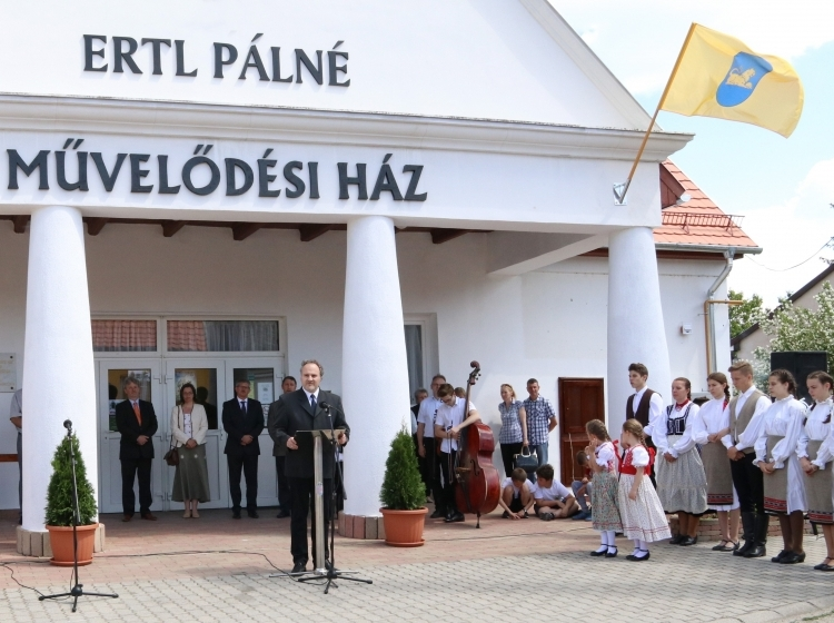 Ertl Pálné Művelődési Ház és Könyvtár