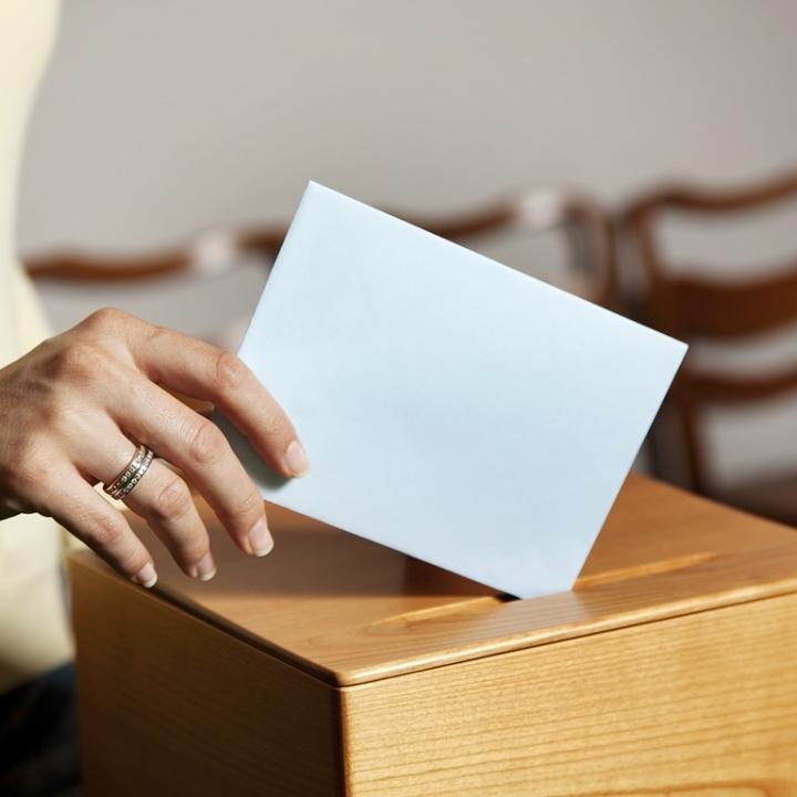 A szavazóhelyiségek címe